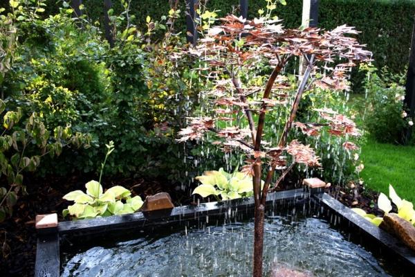 Minerva springvand - et smukt kobbertræ som en japansk løn