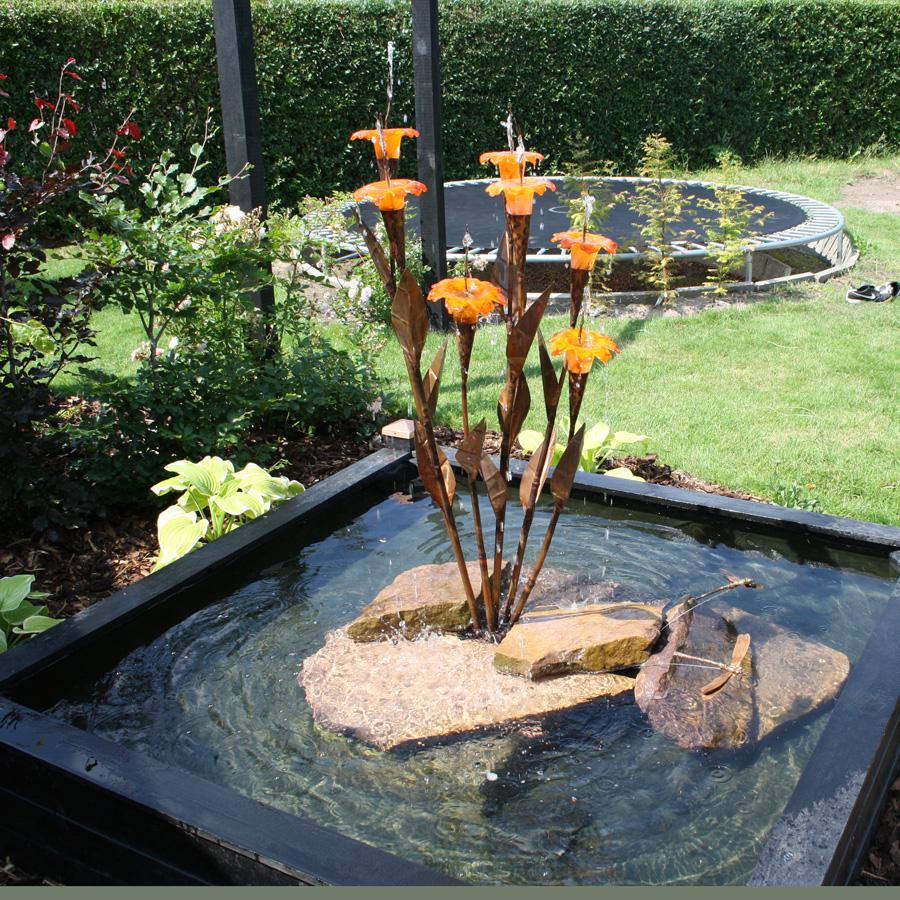 Halcyon - kobberspringvand med glasblomster