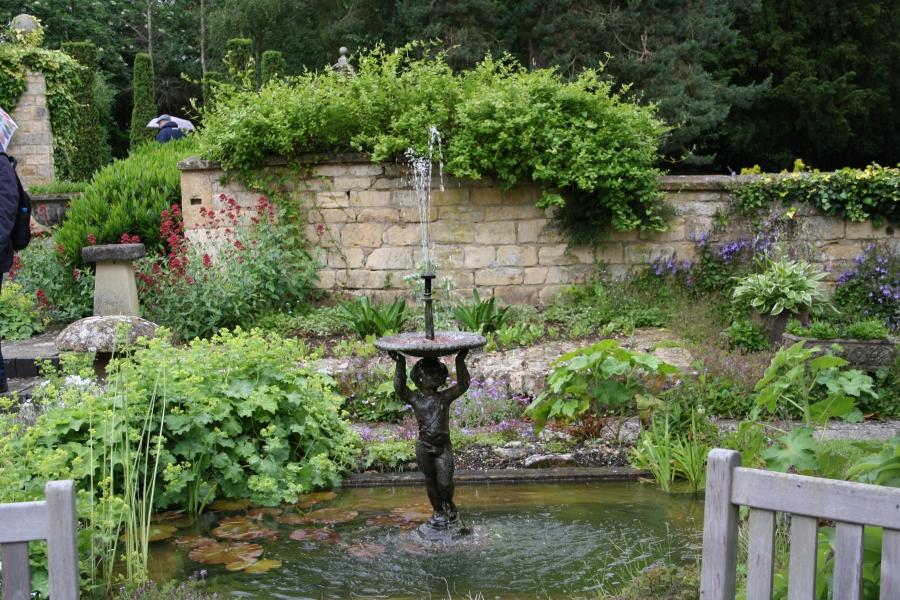 Bassin med vandkunst