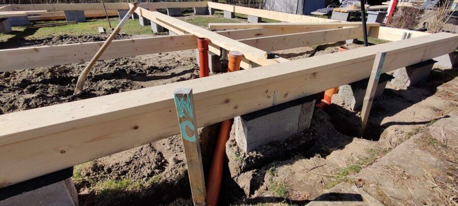 Indvendig kloak er lavet og skal sættes fast på bundrem og strøer