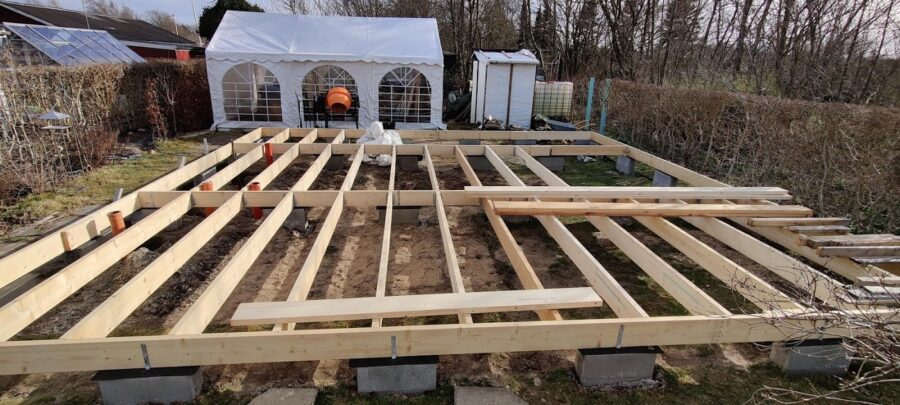 Gulv konstruktion på kolonihavehus og kloak - aktiv påskeferie afsat - aktiv påskeferie