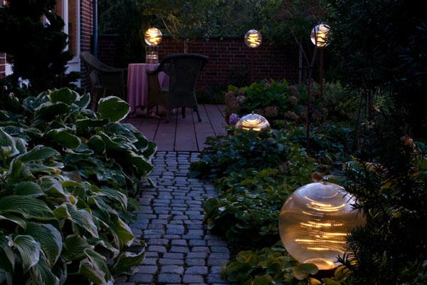 Terrasse med Crystal og Estella havelamper