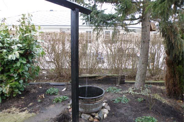 akvædukt til regnvand som giver liv til grantræet