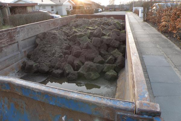 Alle de græstørv vi gravede op
