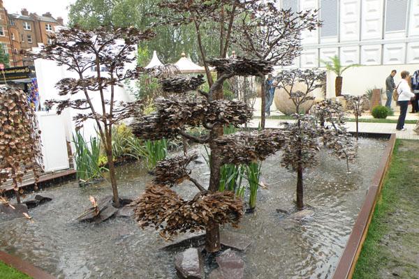 Bonsai lavet i kobber som vandkusnt