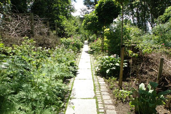 På besøg i en dejlig have