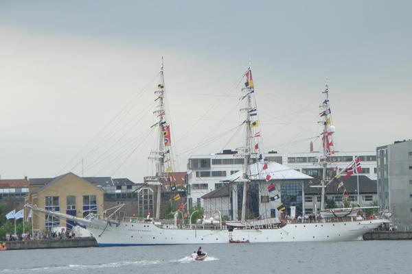 Flot hvidt sejlskib fra Norge Christian Radich