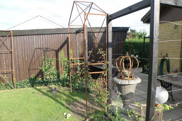 Jernbue - indgang til vores have