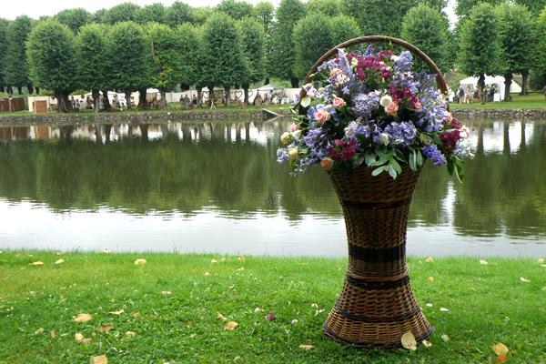 Skønne eventyrlige pilekurve med blomster