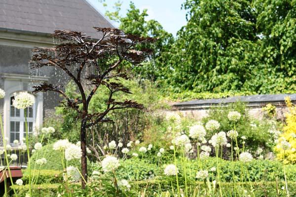 Titania på Egeskov - Det smukke rindende træ