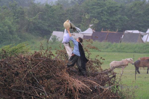 Vikingedreng sætter heksen på sankt hans bålet 2012