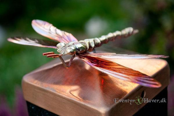 Stolpetop med lille guldsmed