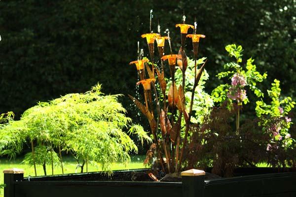 Halcyon ny fontæne med glasblomster