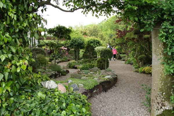 Eventyrlig indgang til haven i Ryaa