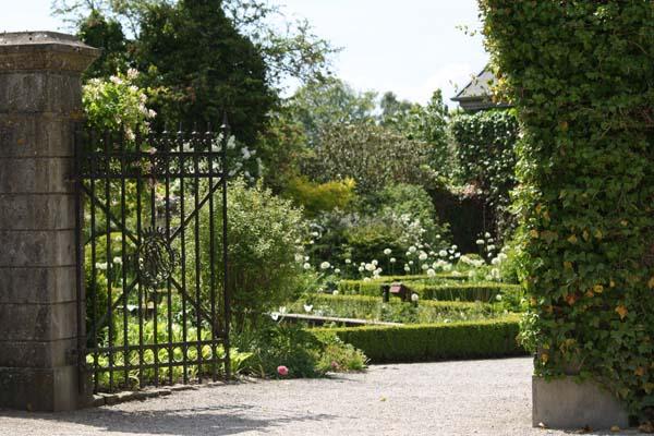 Indgangen til den hvide have, set fra slottet