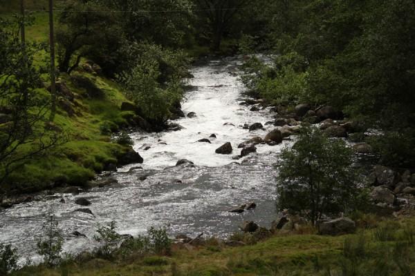 En af Norges mange fosser løber langs med Baroniets marker - Hatteberg Fossen
